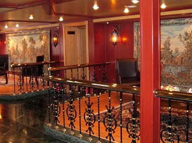 Da Vinci Nile cruise lobby
